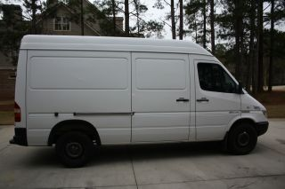 2004 Freightliner Sprinter 2500 photo