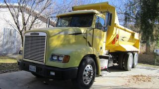 1996 Freightliner 112 photo
