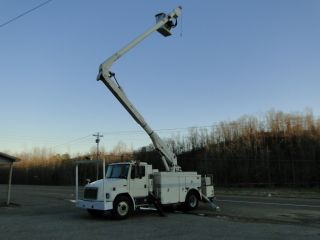 1998 Freightliner Fl70 Bucket Truck photo