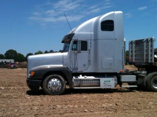1998 Freightliner Fld 120 photo