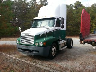 2004 Freightliner Century (cst112) S/a Daycab photo
