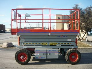 Skyjack Sj7127 4x4 Scissor Lift Manlift Kubota Diesel Powered Deck Extension photo