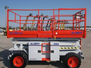 Skyjack Sj8831 Rough Terrain Scissor Lift Manlift Boom Aerial Man Dual Fuel Eng photo