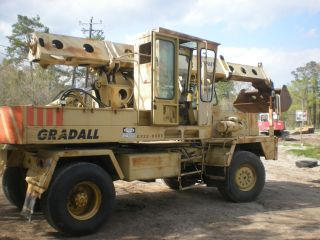 Gradall G3wd Excavator photo