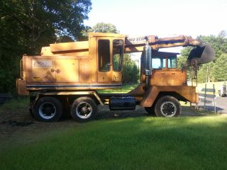 1985 Badger Mobile Excavator photo