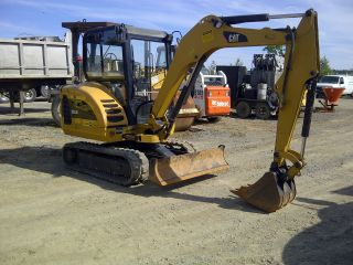 Caterpillar 302.  5 Excavator photo