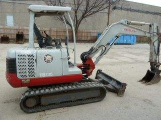 2004 Takeuchi Tb135; Very Rare Factory Extenda - Hoe; 1819 Hrs photo