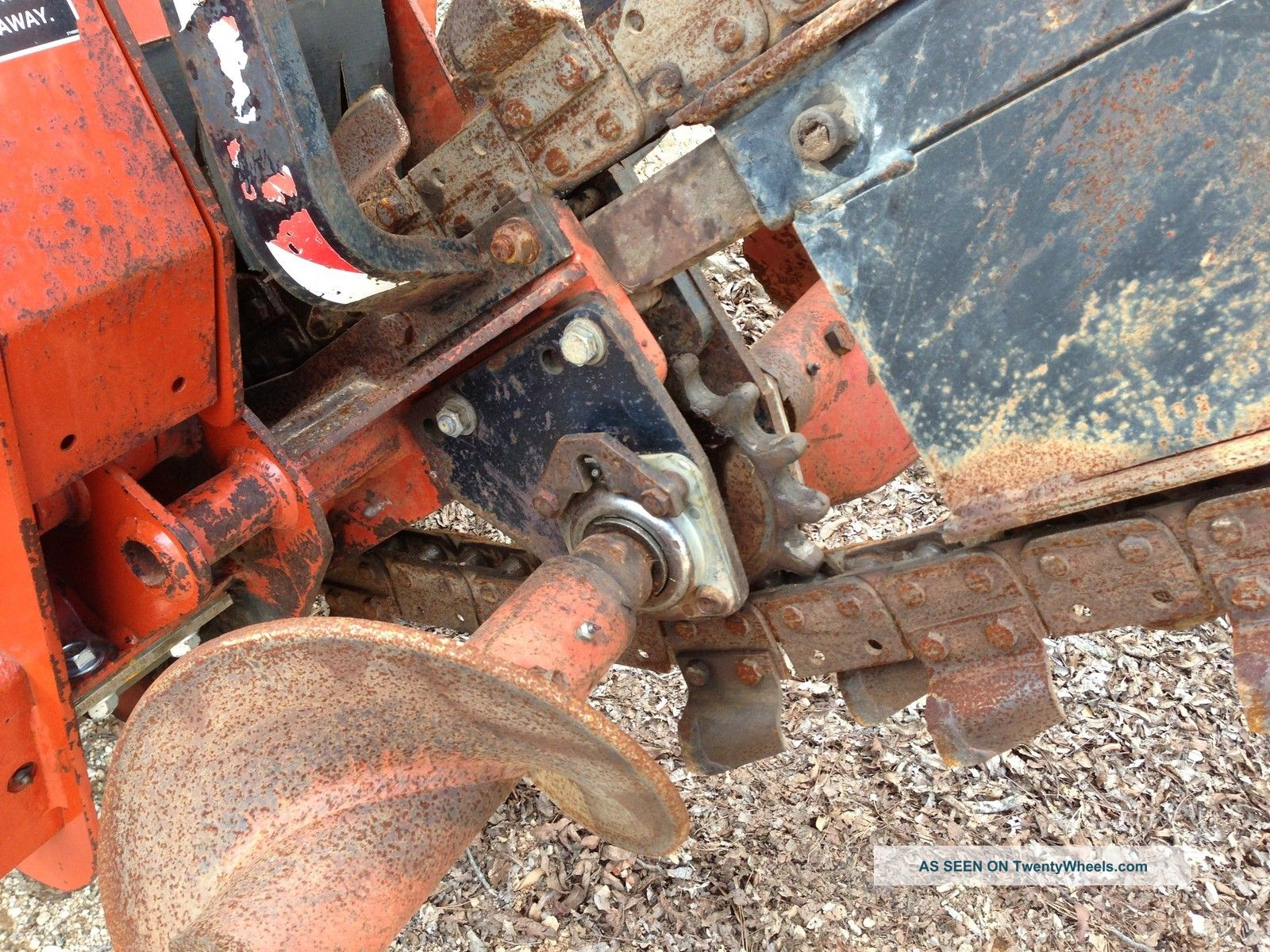2004 Ditch Witch Rt40 Trencher With Side Shift / Sliding