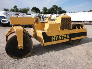 Hyster Double Drum Asphalt Roller photo