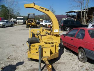 Vermeer 625 Brush Chipper In Action - - Only 659 Hours photo