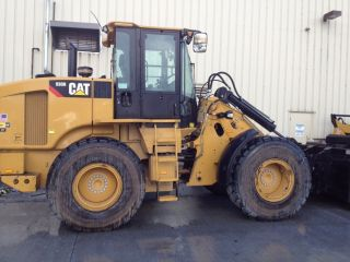2011 Cat 930h Loader,  Loaded Coupler Ride Control Stereo 665 Hours photo