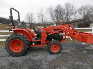 L4740 Kubota With Loader 4x4 photo