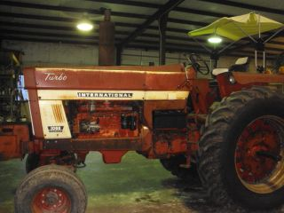 International 1066 Tractor photo
