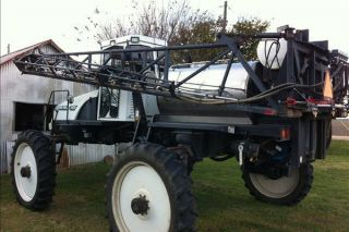 2000 Willmar Ranger 7400 Sprayer photo