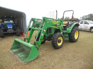 John Deere 5220 Tractor 4x4,  Loader Iso Platform photo