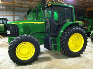 2007 John Deere 7220 - Only 2100 Hours photo