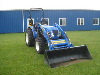 2010 New Holland Boomer 50 Tractor Loader Only 70 Hours photo