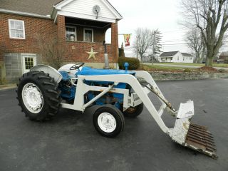 Ford 4000 Tractor & Loader - Gas photo