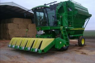 2005 John Deere 7460 Cotton Stripper photo