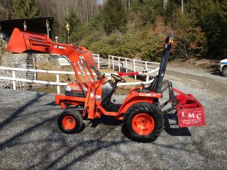 Kubota Compact Tractor,  Diesel,  4x4,  Hydro,  Loader,  Box Scraper,  Low Hr ' S,  Mint photo