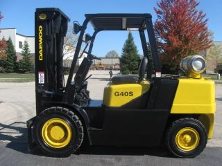 2005 Daewoo 8000 Lb Capacity Forklift Lift Truck Pneumatic Tire Triple Stg Mast photo