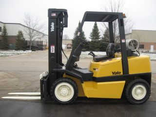 2005 Yale 8000 Lb Capacity Forklift Lift Truck Pneumatic Tire Triple Stage Mast photo