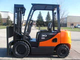 2008 Doosan 6000 Lb Capacity Forklift Lift Truck Pneumatic Tire Diesel Engine photo