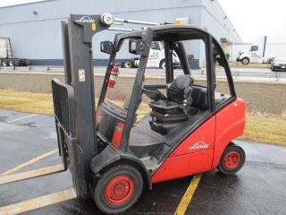 2007 Linde H30d.  6000 Lb Pneumatic Forklift.  Diesel Engine.  3 Stage Mast. photo