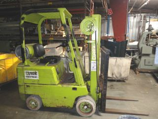 Clark Lift C500s30/type Lpg/ 3000 Cap.  Runs Great Just Serviced photo