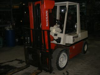 Nissan 5000 Forklift photo