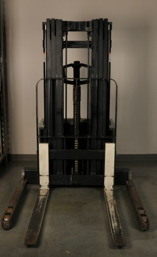Crown Walkie Stacker Ws 2000 Series photo