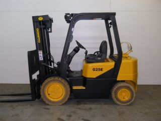 2006 Daewoo 5000 Lb Capacity Forklift Lift Truck Non Marking Pneumatic Tires photo