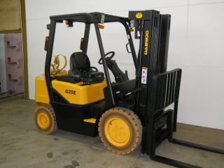 2007 Daewoo 5000 Lb Capacity Forklift Lift Truck Non Marking Pneumatic Tires photo