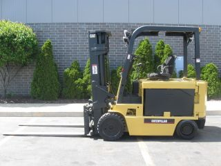 Caterpillar 8000 Lb Capacity Electric Forklift Lift Truck Recondtioned Battery photo