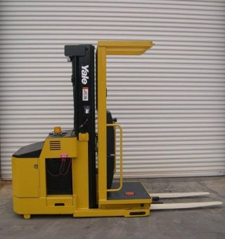 Yale Order Picker Lift Truck 3000 Lb Capacity Electric Forklift Stock Picker photo