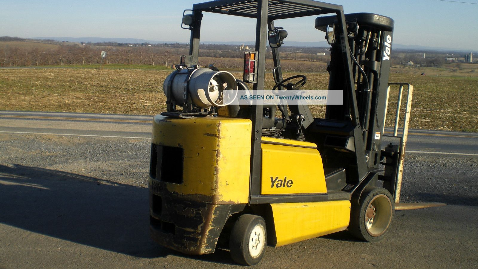 Yale gc065tg 5000 lb forklift powered industrual truck for Tow motor vs forklift