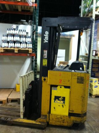 Yale Stand - Up Forklift photo