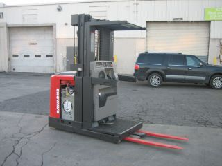 2000 Raymond Forklift Order Picker 3000lb Capacity 17 ' Very Clean 42