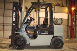 2008 Nissan 6000 Lb Capacity Forklift Lift Truck Pneumatic Tire Triple Stage photo