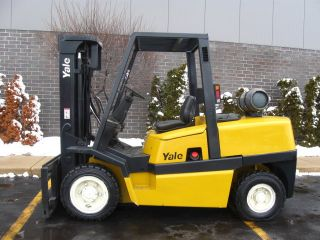 Yale 12000 Lb Capacity Forklift Lift Truck Pneumatic Tire Triple Stage Lp Gas photo