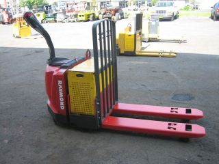 Raymond Forklift 2006 Model 830 Jack,  6000lb Capacity photo