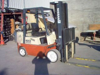 Forklift Nissan 60 Optimum Side - Shift,  5225 Lbs Lift,  187 Max H.  Extra Valve photo