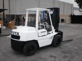 Toyota Forklift 6600lbs photo