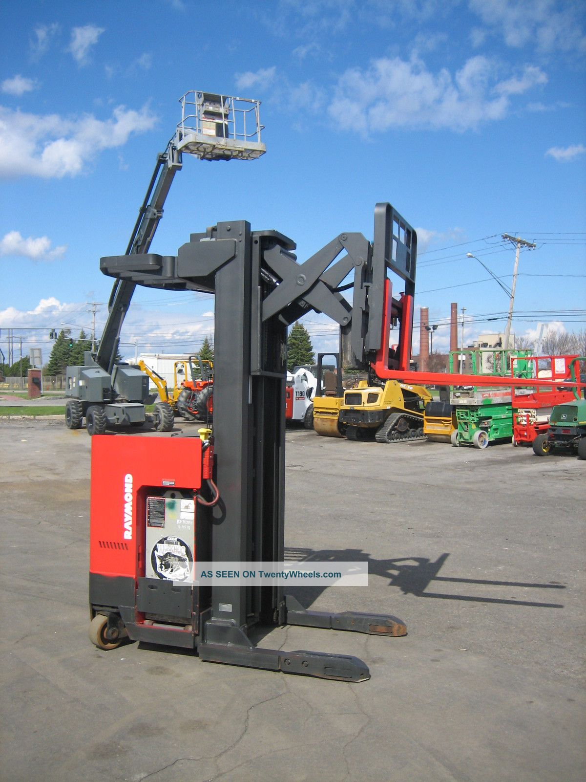 how to drive a raymond reach truck