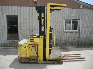 Hyster Stand On Electric Picker Lift Truck Model (r30xms2) 3000 Lb,  135