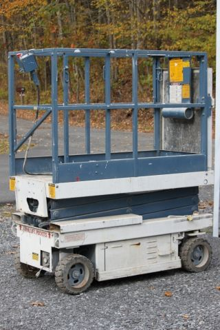 Scissor Lift - Mec 1632 photo