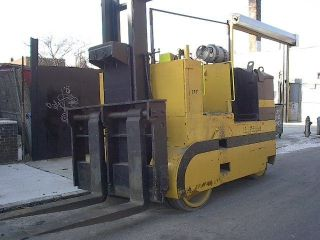 Riggers Forklift 40000 Lb Capacity photo