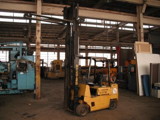 Hyster 6,  000 Three Stage Forklift Great Deal photo