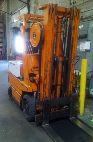 2fbca25 Toyota Forklift photo