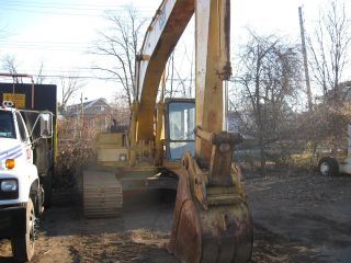 Excavator - Caterpillar 200 El photo